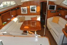 Hunter Legend 41 Deck Saloon